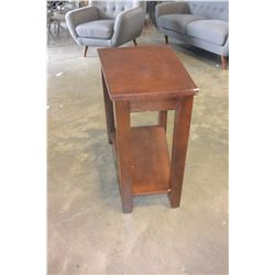 NEW HOME ELEGANCE CHAIR SIDE TABLE, MINOR CORNER FREIGHT DAMAGE, RETAIL $159
