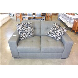 NEW HOME ELEGANCE MODERN GREY FABRIC LOVESEAT WITH TWO THROW PILLOWS RETAIL $699