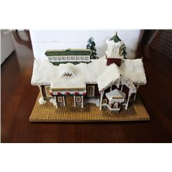 THOMAS KINKADE HAWTHORNE VILLAGE VILLAGE CHRISTMAS STATION WITH CERTIFICATE