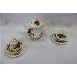 ROYAL ALBERT POINSETTA TEASET