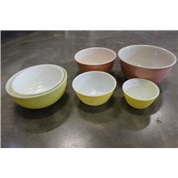 SET OF VINTAGE PYREX MIXING BOWLS AND STONEWARE MIIXING BOWLS