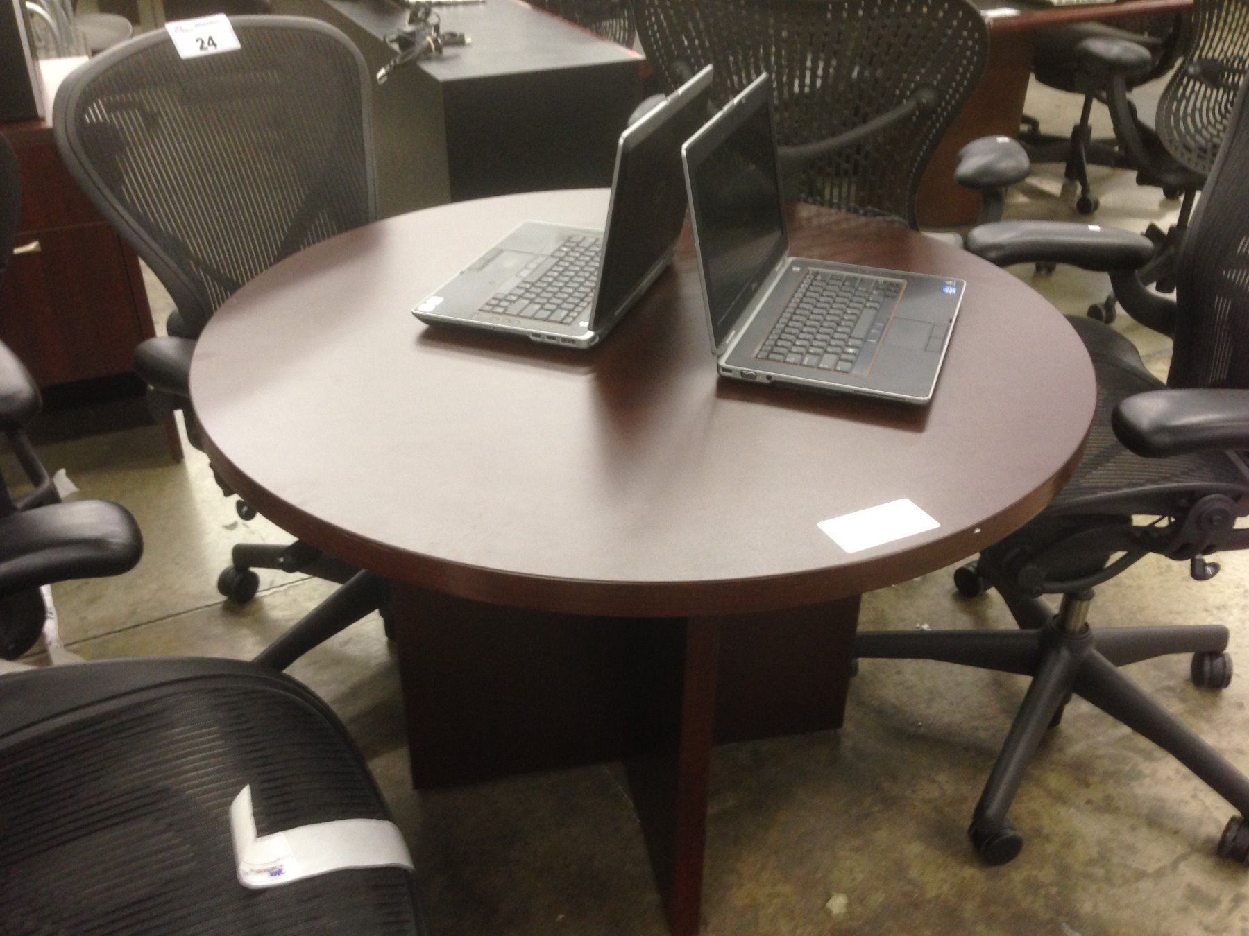MAHOGANY ROUND CONFERENCE TABLE - Round conference table for 4