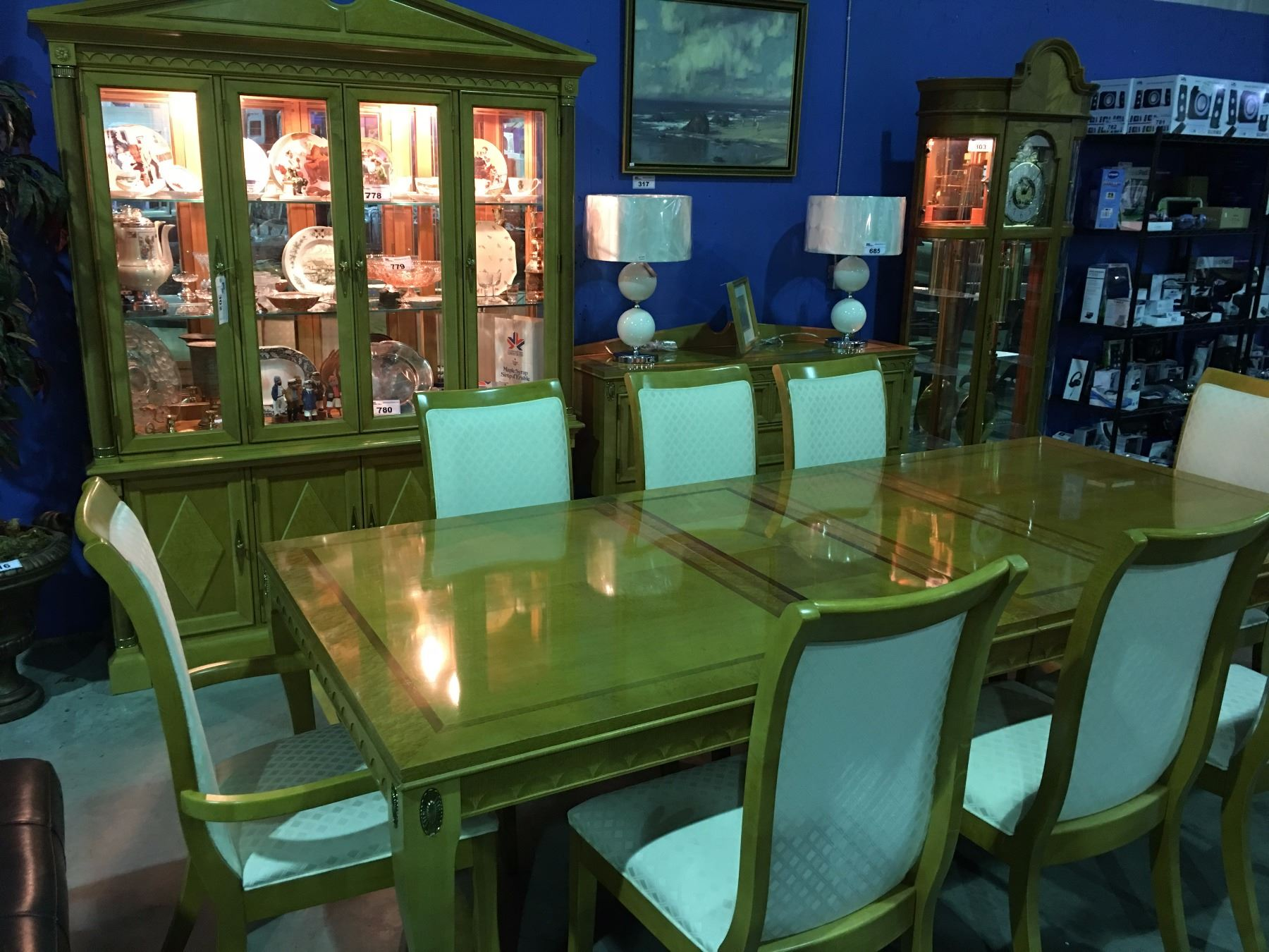 Stanley furniture co 14pcs dining room suite able auctions for Dining room furniture auctions