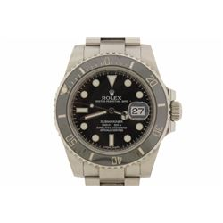WATCH  [1] Stainless steel gents Rolex Oyster Perpetual Submariner watch with a black dial, uni dire