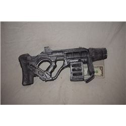 ZZ-CLEARANCE DISNEY SCREEN USED ALIEN BLASTER RAY GUN 15