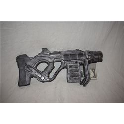 ZZ-CLEARANCE DISNEY SCREEN USED ALIEN BLASTER RAY GUN 16