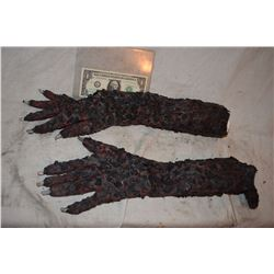 TRUE BLOOD SCREEN MATCHED HERO BURNT VAMPIRE ARMS AND HANDS WITH CLAWS 3