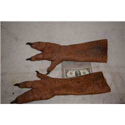 ALIEN CREATURE MONSTER DEMON MATCHED PAIR OF LATEX WEARABLE GLOVES