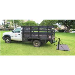 06 Chevy 3500 Stake/Flatbed 9' Truck w/Lift Gate 6.6 Turbo Diesel, Back Up Camera (hitch not include