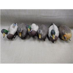 ASSORTED DUCK DECOYS & MESH BAG