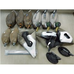 ASSORTED DECOYS & MESH BAG