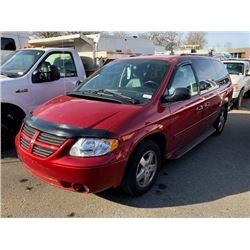 2005 DODGE GRAND CARAVAN, RED, GAS, AUTOMATIC, VIN#2D4GP44L55R557556, 18,867 KMS,