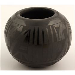 Black on Black Pot, Merton & Linda Sisneros