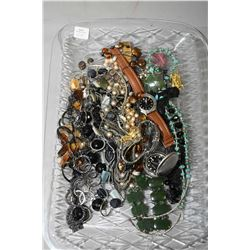 Tray lot of vintage and collectible jewellery including jade bracelet and brooch, beaded necklaces,