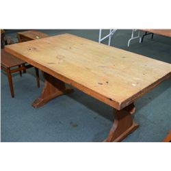 Quebec pine harvest table with trestle base and two leaves on pull-out supports