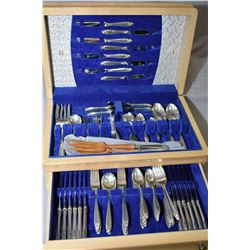 Wooden canteen of International Prelude sterling flatware including twelve each of dinner knives, di