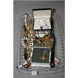 Tray lot of costume jewellery including brooches, necklaces, earrings, gold plated brooch etc.