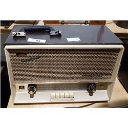 VINTAGE 1962 TOSHIBA MODEL 653R RADIO