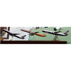 LOT OF 3 MODEL AIRPLANES ON STANDS