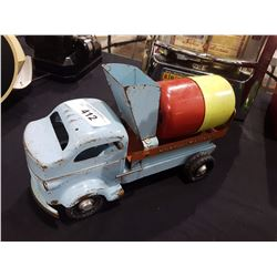 ORIGINAL LINCOLN TIN TOY CEMENT TRUCK