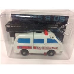 VINTAGE Transformers G1 - Protectobot - First Aid (1986)