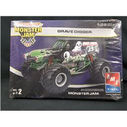 AMT GRAVE DIGGER  MONSTER JAM MODEL KIT (UNBUILT IN BOX)