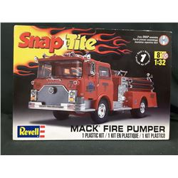 REVELL 1/32 MACK FIRE TRUCK PUMPER PLASTIC SNAP FIRE TRUCK MODEL KIT (UNBUILT IN BOX)
