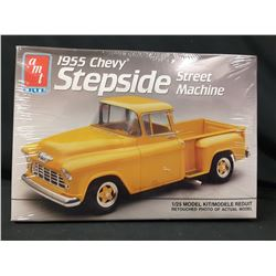 AMT 1955 CHEVY STEPSIDE PICKUP STREET MACHINE 1/25 Model Car (UNBUILT IN BOX)