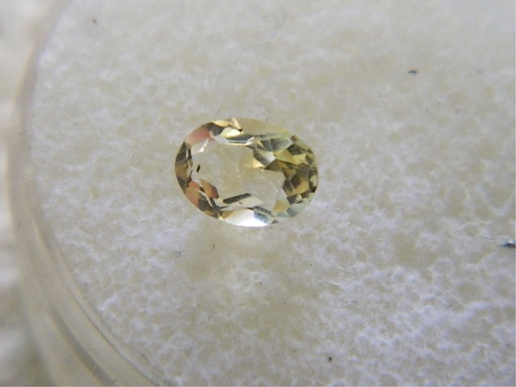 GEMSTONE - OVAL FACETED LIGHT YELLOW CITRINE - 7.1 X 5.1 X 3.8 mm