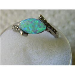 RING - 925 STERLING SILVER - HYPNAUTIC OPAL & 10 CLEAR STONES