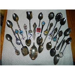 LOT OF ASSORTED COLLECTOR SPOONS - 18 TTL