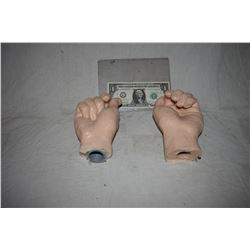 HANDS PAIR OF SILICONE CLENCHED TO HOLD PROPS