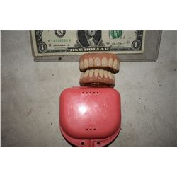 ALIEN DEMON CREATURE ZOMBIE VAMPIRE TEETH UNRESEARCHED SET 08