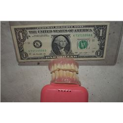 ALIEN DEMON CREATURE ZOMBIE VAMPIRE TEETH UNRESEARCHED SET 15