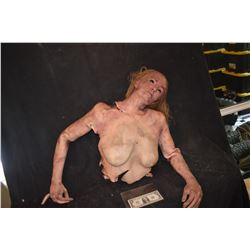 SILICONE FEMALE HALF CORPSE WITH ENTRAILS AND BROKEN NECK