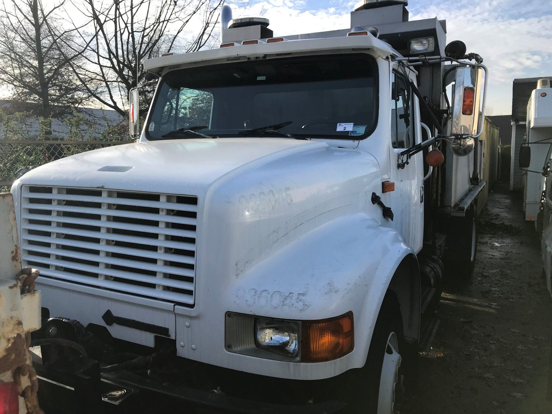 1993 INTERNATIONAL DUMP TRUCK, WHITE, DIESEL, MANUAL, VIN#1HTSDN2R0PH483669,  392,253KMS, RD,TW,CR,