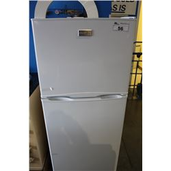 FRIGIDAIRE WHITE APARTMENT SIZE FRIDGE