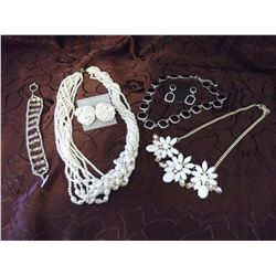 Lot of Misc Jewellery