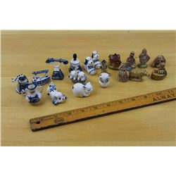 Lot of Miniature Figurines: Red Rose and Blue&White