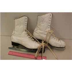 Vintage Size 9 Canadian Women's Leather Figure Skates