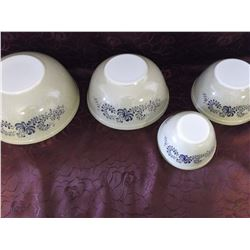 4 Piece Pyrex Bowl Set