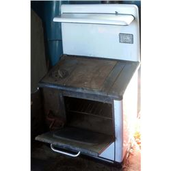 Findlay Antique Stove, Complete
