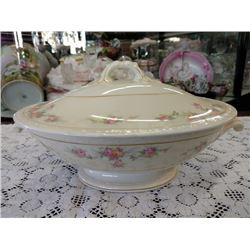VINTAGE CHINA  CASSEROLE DISH WITH LID, HOMER LAUGHLIN GEORGIAN