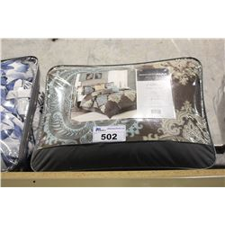 7 PIECE COMFORTER SET QUEEN SIZE