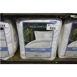 FULL/QUEEN SIZE WHITE DOWN COMFORTER