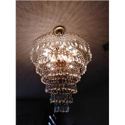 CRYSTAL BEAUTIFUL VINTAGE  CHANDELIER 1 OF 2