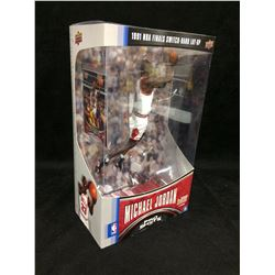 UPPER DECK MICHEAL JORDAN NBA FINALS SWITCH HANDED LAYUP STATUE WITH CARD