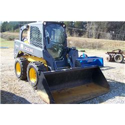 "JOHN DEERE 320D SKID STEER, CAB  AIR, HOURS SHOWING: 195, W/ 84"" BUCKET, S: 1T0320DALDG251341"