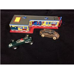 VINTAGE TOY CAR & TRAIN STATION LOT