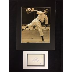 LEFTY GOMEZ AUTOGRAPH INCLUDES PHOTO W/ JSA COA